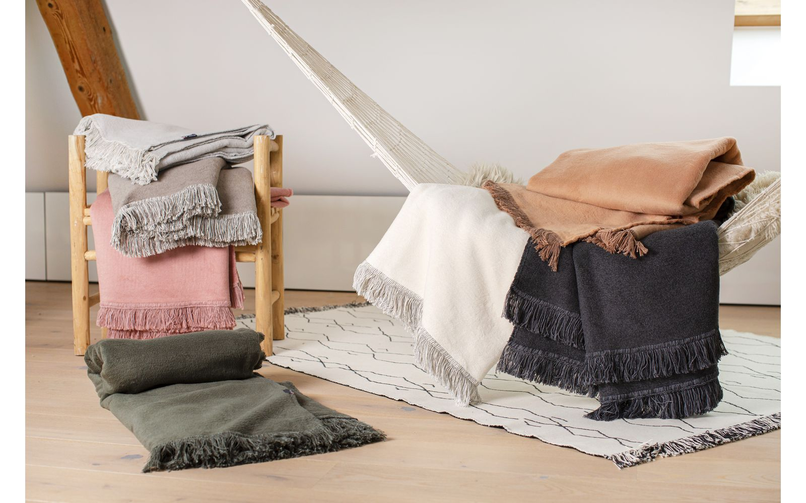 VIENNA blanket solid, with fringes