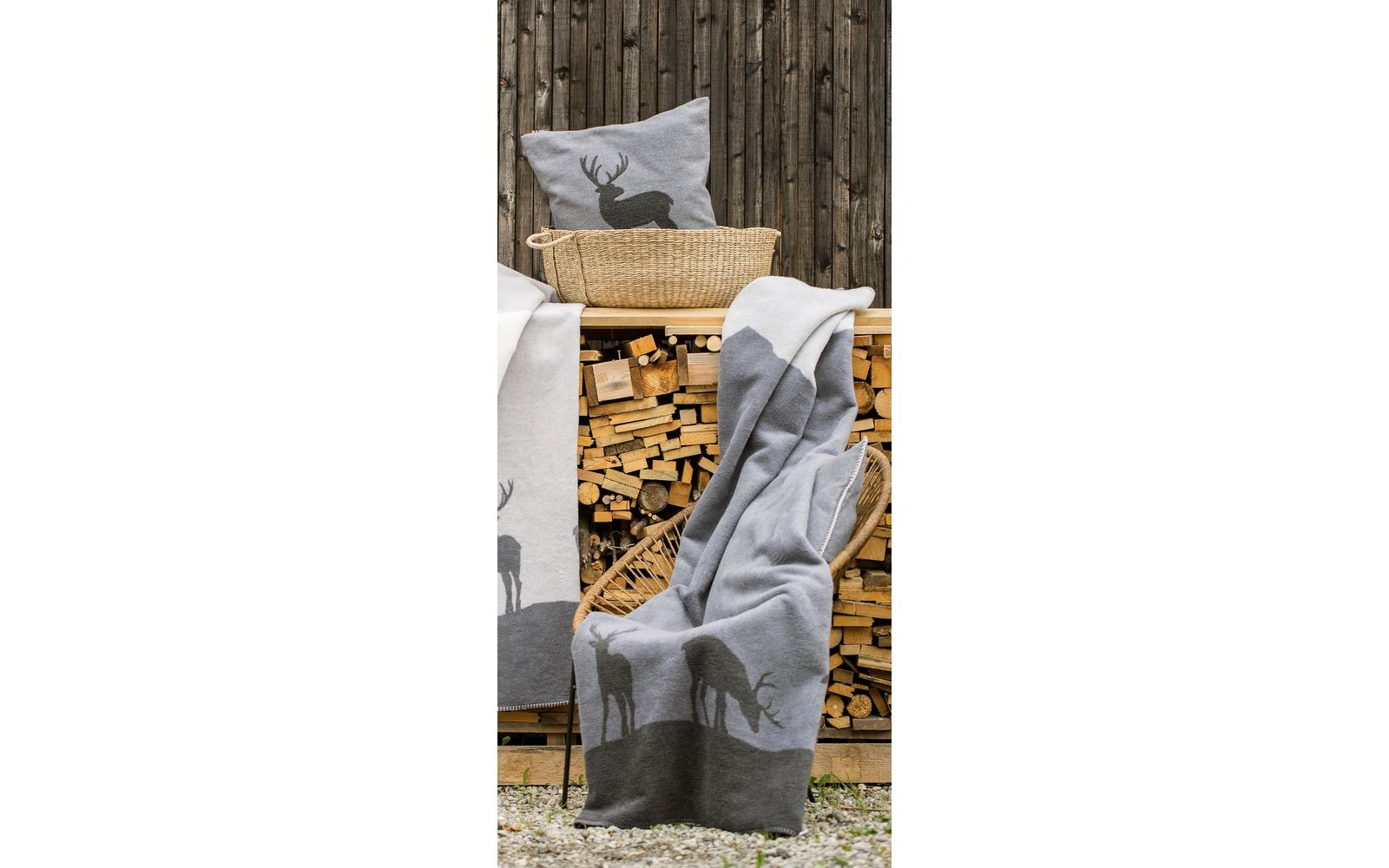 """SAVONA throw """"silhouttes of stags"""""""