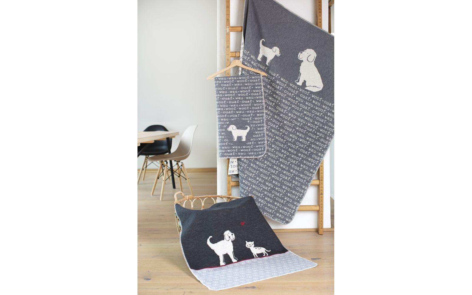 "pet blanket ""cat & dog"""