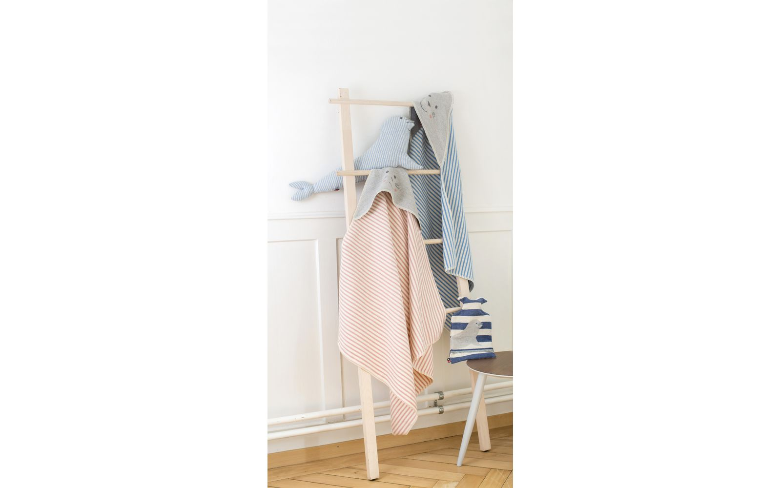 "JUWEL hooded baby blanket ""seal/stripes girl"""