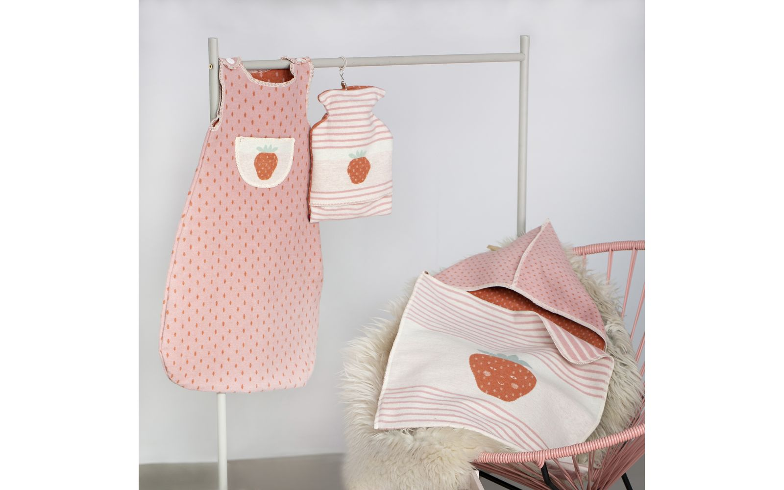 "JUWEL sleeveless bunting ""strawbery"" up to 1 yr."
